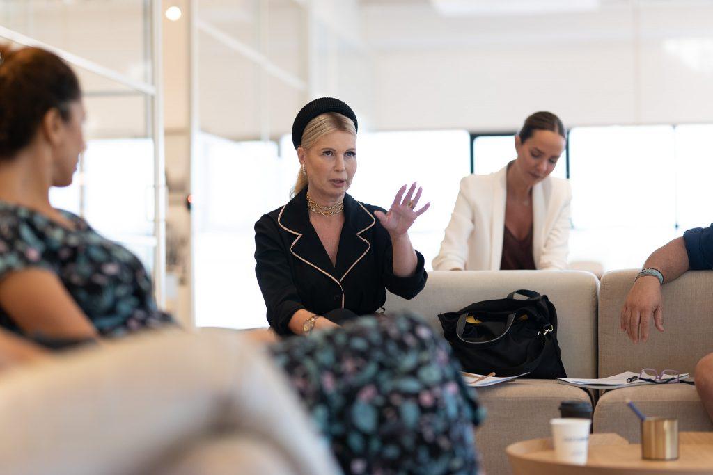 """ורדית ניסני, מנהלת לשכה בידיעות אחרונות , יועצת סטיילינג , למדה בסדנה """"לזקק את המסר, להזניק את העסק"""""""